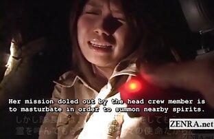 Gadis berambut cokelat Asia yang cantik naik penis setelah free sek jepang menghisap tiga penis